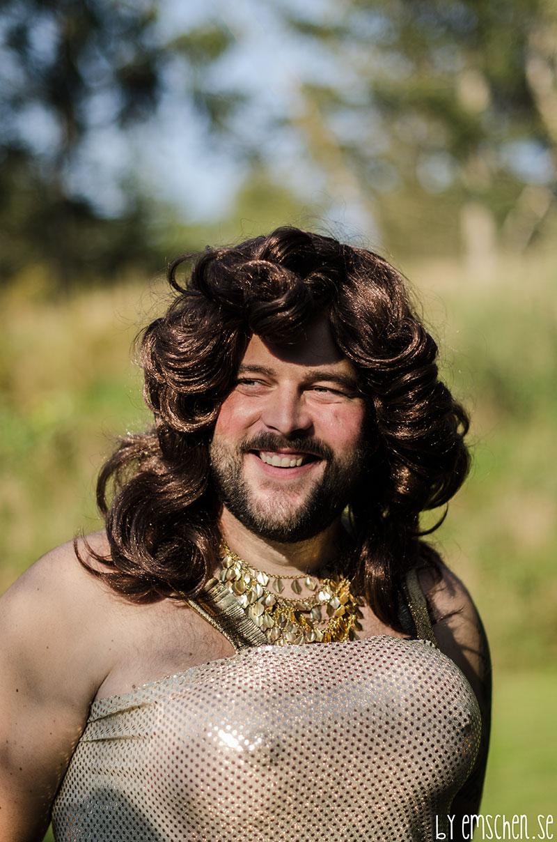 För att tillföra lite Glitter och Glamour så kom ingen mindre än Conchita Wurst på besök