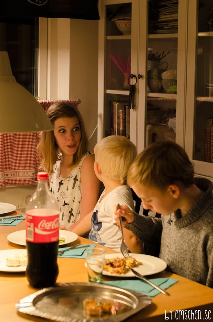 Barnen var glada för lyckan är stor att ha två stora barn att se upp till. Isak och Maja är viktiga för barnen.